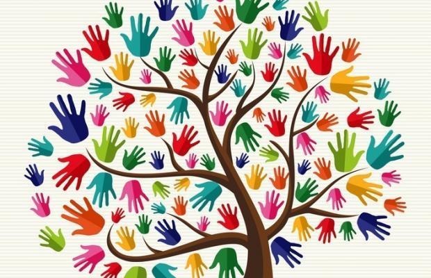 arbre de la solidarite de la main colore